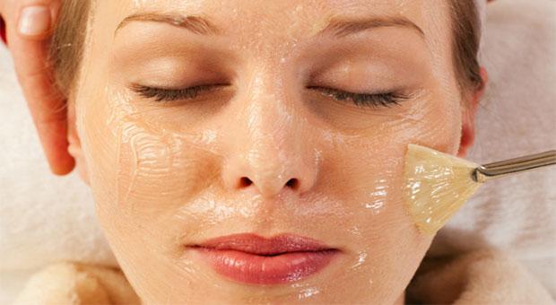 Il peeling chimico: esfoliazione della cute del viso